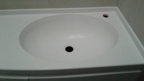 Прямая столешница в ванную с мойкой