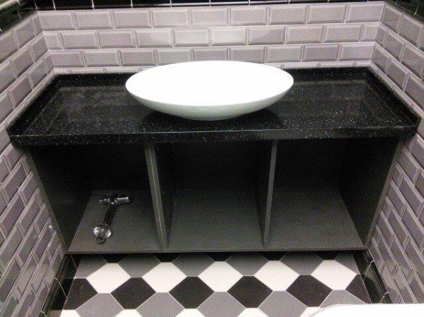 Прямая столешница в ванную с раковиной