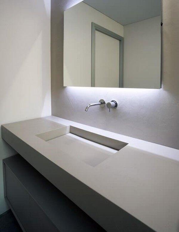 Современная прямая столешница с мойкой в ванную
